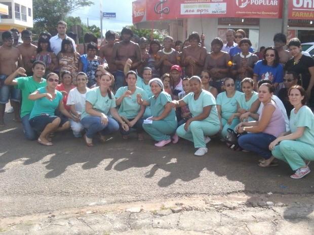 Índios se juntaram a funcionários do Hospital Regional de Colíder em protesto por melhores condições na unidade. (Foto: Adriano Noquele/Arquivo Pessoal)