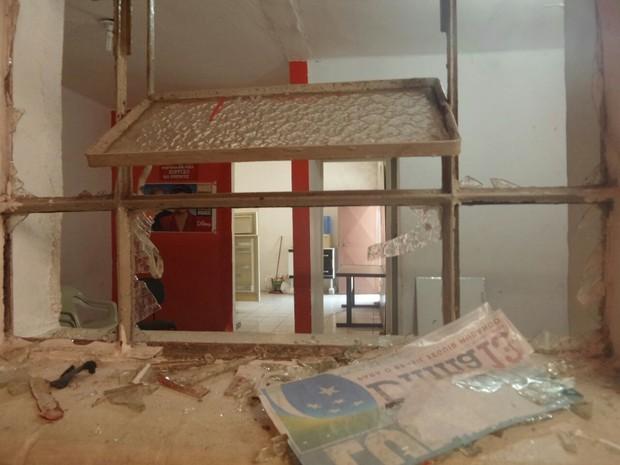 Vidros quebrados em diretório do PT no Centro de SP (Foto: Divulgação/PT-SP)