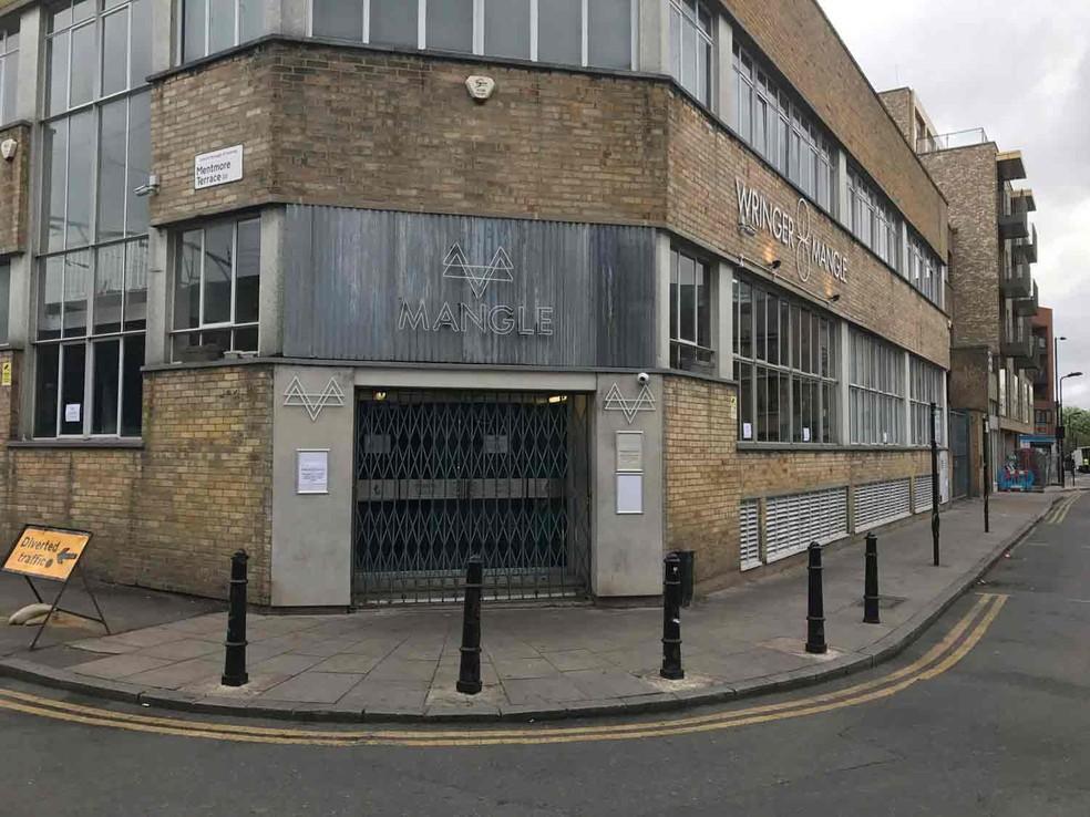 A discoteca Mangle, no bairro de Dalston, em Londres, onde ocorreu um ataque com ácido  (Foto: Jack Hard/PA via AP)