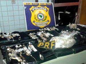Mercadoria apreendida foi avaliada em R$ 113 mil (Foto: Divulgação/PRF)