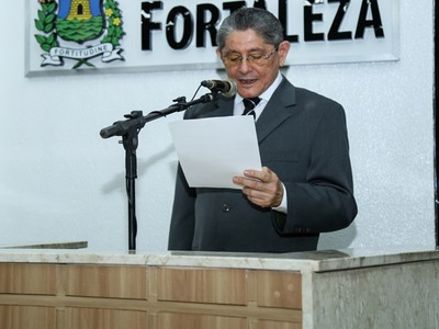 Batista de Lima é professor da Unifor e integrante da Academia Cearense da Língua Portuguesa  (Foto: Ares Soares/Unifor)