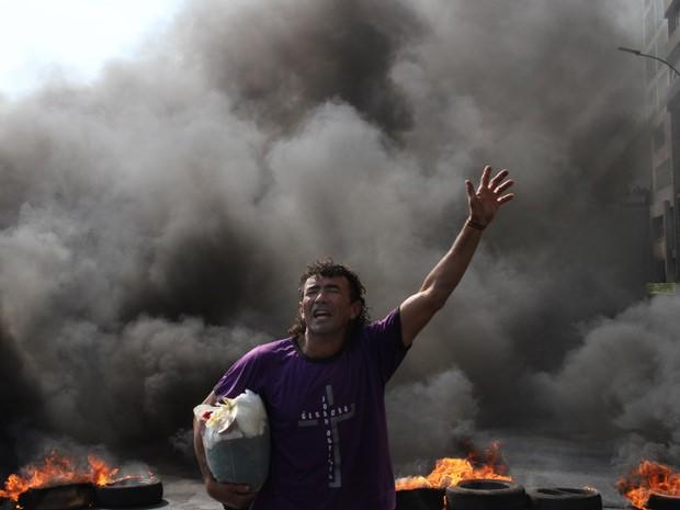 Homem que participou de protesto por moradia em Brasília durante desfile de 7 de Setembro (Foto: Vianey Bentes/TV Globo)
