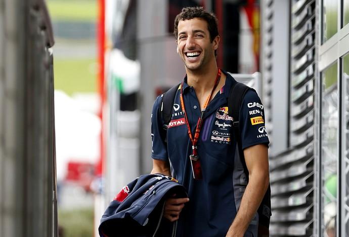 Daniel Ricciardo O sorridente piloto da RBR nesta quinta-feira, no paddock do GP da Áustria (Foto: Getty Images)