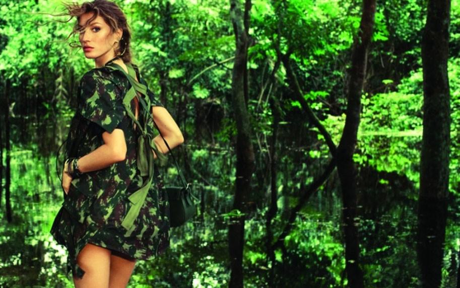 Gisele Bündchen na Vogue Brasil de julho de 2011  (Foto: Arquivo Vogue)