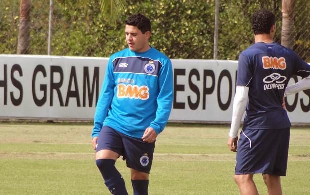 Diego Renan, lateral do Cruzeiro (Foto: Marco Antônio Astoni / Globoesporte.com)