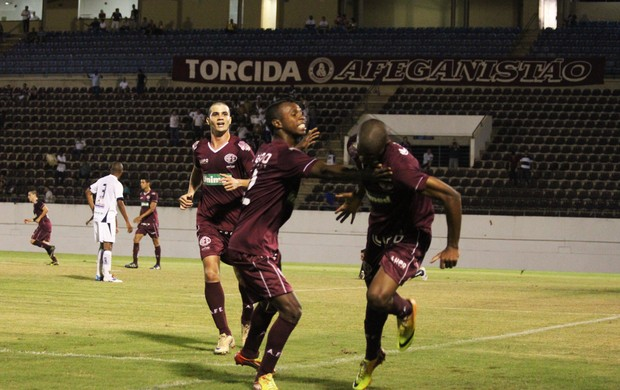 Gustavo henrique comemora gol da Ferroviária contra o São Carlos (Foto: Leonardo Fermiano/ AI AFE)