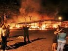 Após queima de fogos, barraca é incendiada (Rafael Amaral / rastro101)