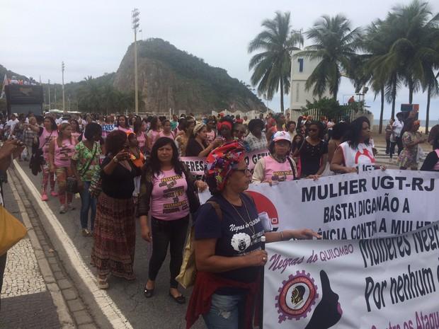 Marcha caminhou pelas ruas do Leme (Foto: Matheus Rodrigues/ G1)