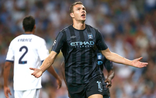 Dzeko, Real Madrid x Manchester City (Foto: Agência Reuters)