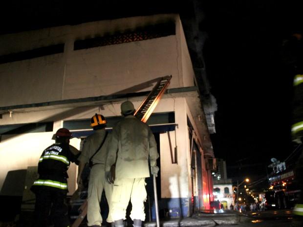 Corpo de Bombeiros foi acionado por vizinhos (Foto: Jamile Alves/G1 AM)