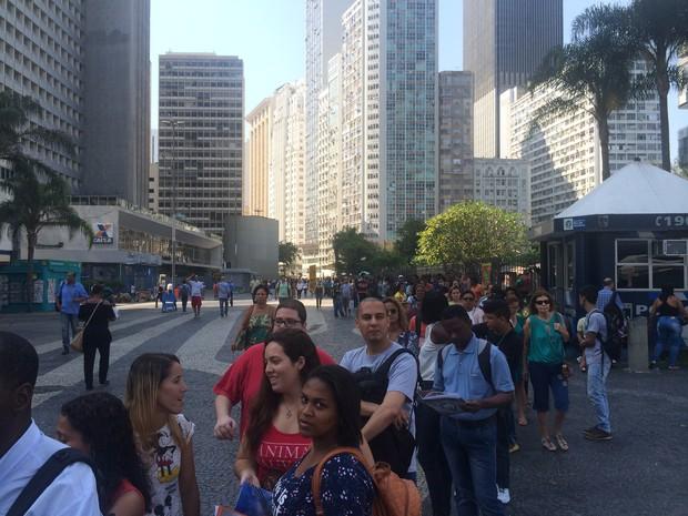 Cariocas fizeram grande fila para participar do evento da ABRH-RJ (Foto: Fernanda Rouvenat/G1)