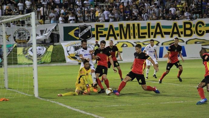 ABC x Alecrim, no Estádio Frasqueirão (Foto: Fabiano de Oliveira/GloboEsporte.com)