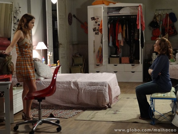 Mãezona, Vera tenta entender a atitude da filha. (Foto: Malhação/TV Globo)