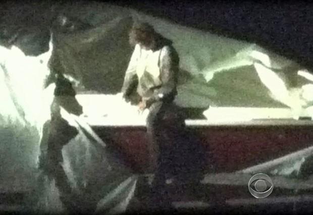 Dzhokhar Tsarnaev havia se escondido em barco (Foto: CBS News/AFP)