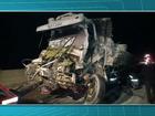Acidente entre caminhões e carro mata homem nos Campos Gerais