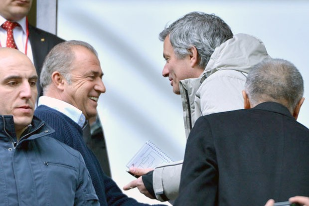 José Mourinho jogo Galatasaray (Foto: Divulgação)