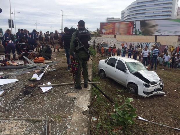 Dois pedestres morrem atropelado no Jardim de Alah, em Salvador (Foto: Renan Pinheiro/TV Bahia)