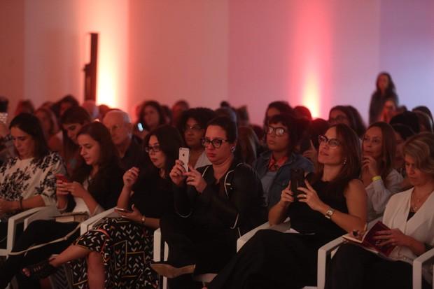 O time poderosos de jornalistas durante palestra (Foto: Pilar Olivares)