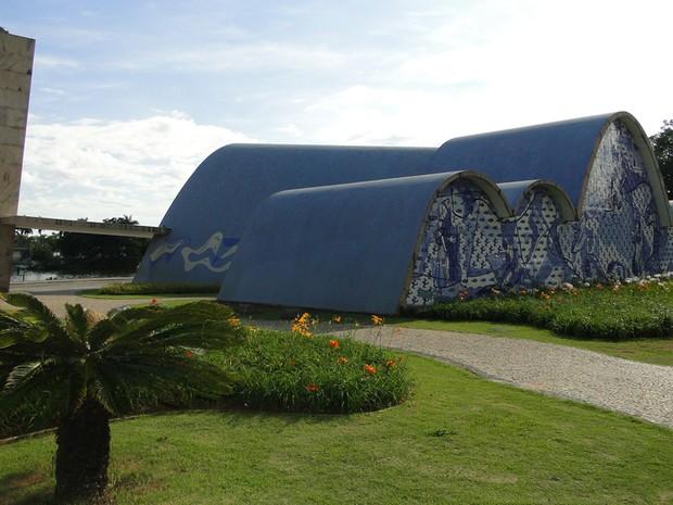 O trabalho que reuniu Niemeyer, Portinari e Burle Marx é um dos principais cartões postais da capital mineira (Foto: Alex Araújo / G1)