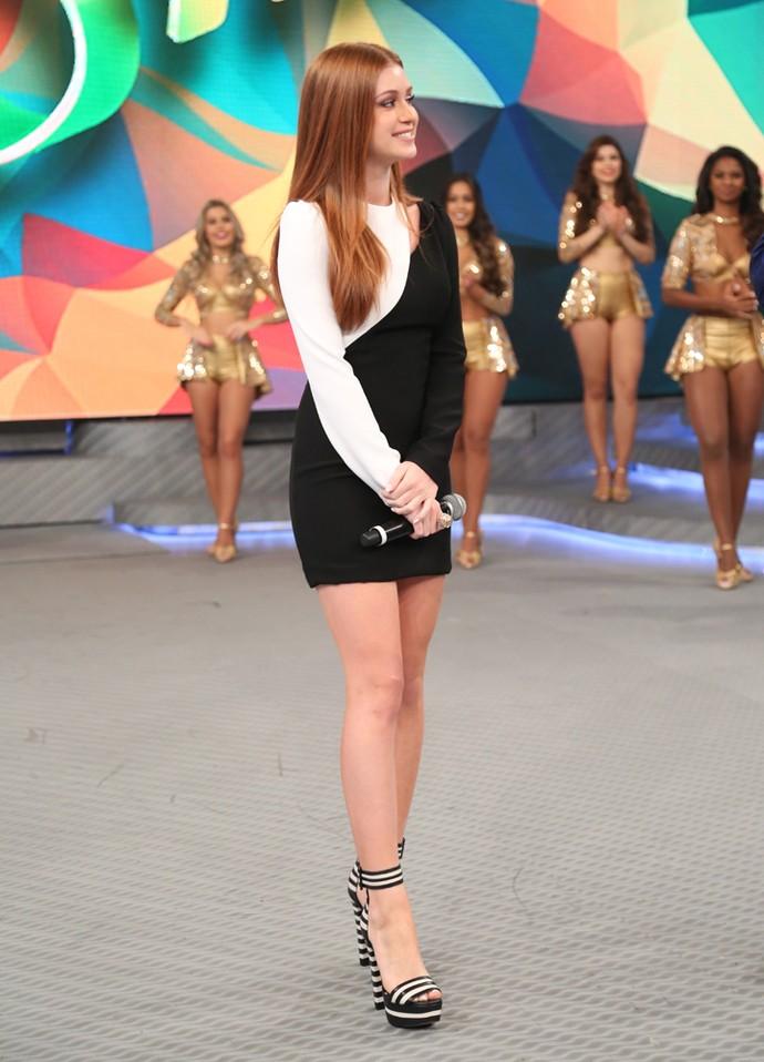 Marina Ruy Barbosa escolhe look preto e branco para ir ao palco do Domingão (Foto: Carol Caminha/Gshow)