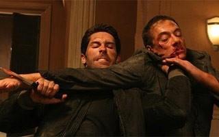 Scott Adkins e Jean-Claude Van Damme em 'Operação Fronteira' (Foto: Divulgação / Reprodução)