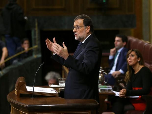 Mariano Rajoy discursa no Parlamento espanhol, em Madri, na quinta-feira (27) (Foto: Reuters/Andrea Comas)