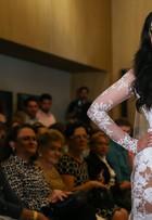 Marina Elali usa vestido de noiva transparente em desfile