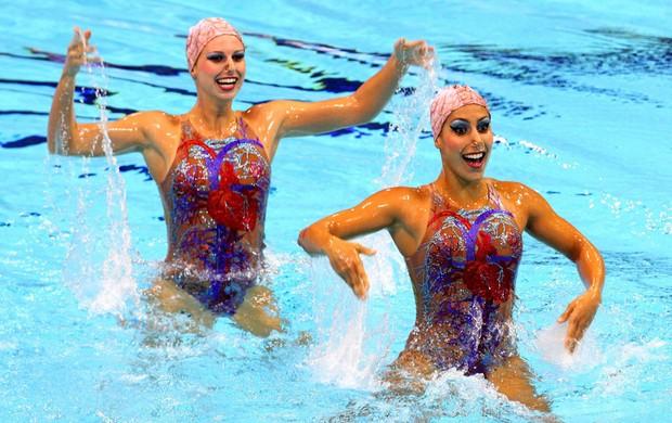 Nayara Figueira e Lara Teixeira no Pré-Olímpico de nado sincronizado, em Londres (Foto: EFE)