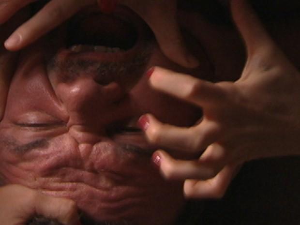 Russo é atacado (Foto: Salve Jorge/Tv Globo)