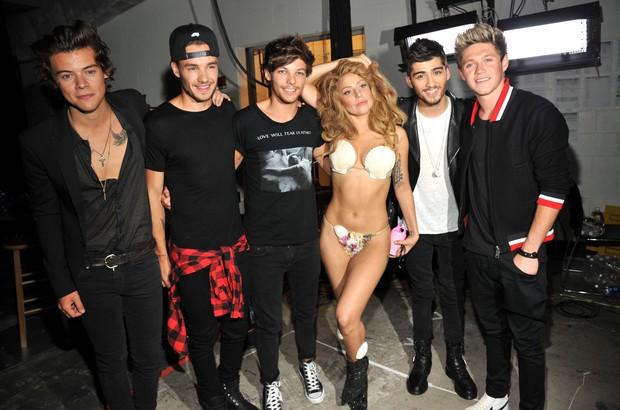 79f9fb51b Lady Gaga com o One Direction nos bastidores do VMA (Foto  Agência  Getty