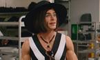 Zac Efron se veste de mulher no novo trailer de 'Baywatch'