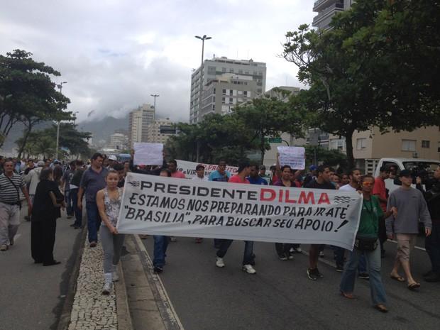 Protesto em apoio às vans ocupa duas faixas da via no sentido Arpoador (Foto: Cristiane Cardoso/G1)