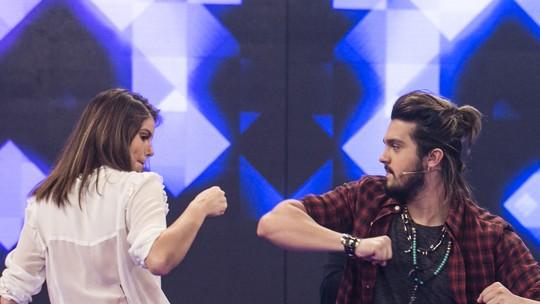 Luan Santana 'troca de rosto' com Camila Queiroz e com a irmã no 'Tamanho Família'
