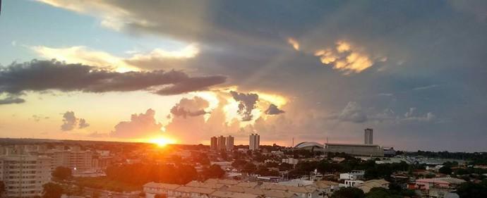Pôr do sol em cuiaba (Foto: Nayana Maceno)