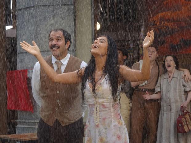 Gabriela comemora o fim da seca que a castigou (Foto: Gabriela/TV Globo)