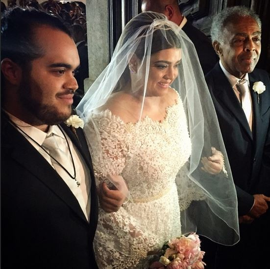 Vestido de noiva de Preta Gil tem 50 mil pérolas e renda chantilly francesa (Foto: Reprodução do Instagram)