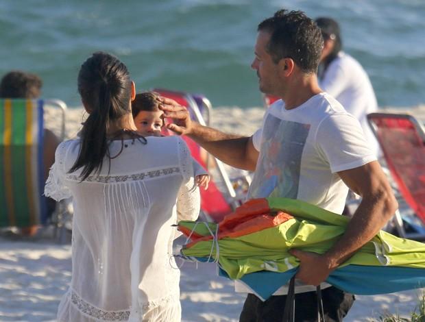 Malvino Salvador e Kyra Gracie com Kyara (Foto: Dilson Silva/ Agnews)