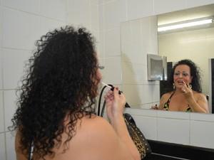Na tarde desta terça-feira (14) Luciana entrou no banheiro feminino e não foi barrada (Foto: Fernanda Zanetti/G1)