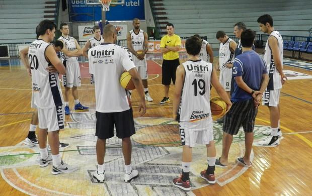 Uberlândia Basquete treino (Foto: Felipe Santos/GLOBOESPORTE.COM)