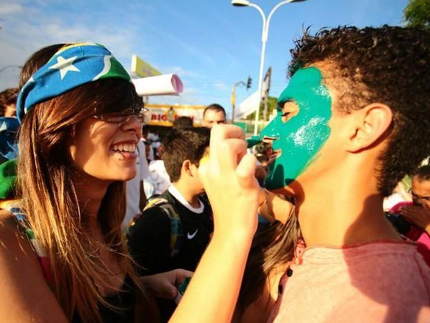 Estudantes se pintam para protestar contra reajuste da tarifa de ônibus em Maceió, Alagoas (Foto: Jonathan Lins/G1)