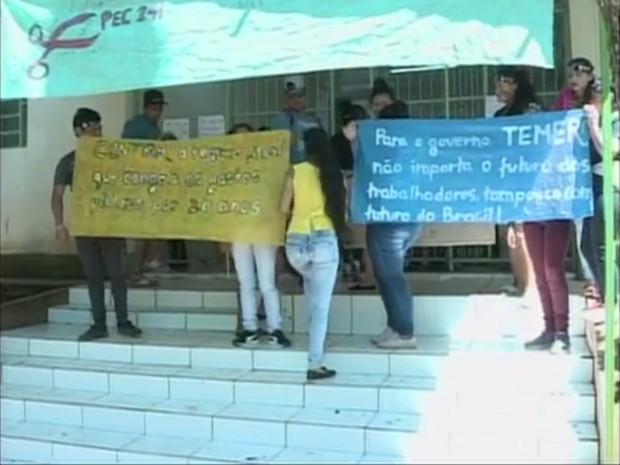 Colégio de Chapecó está entre locais ocupados em Santa Catarina (Foto: Reprodução/RBS TV)