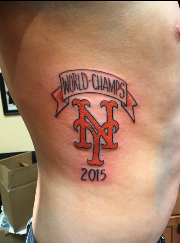 Josh Davis disse que não se arrepende de ter feito a tatuagem (Foto: Reprodução/Twitter/Kevin Hynson )