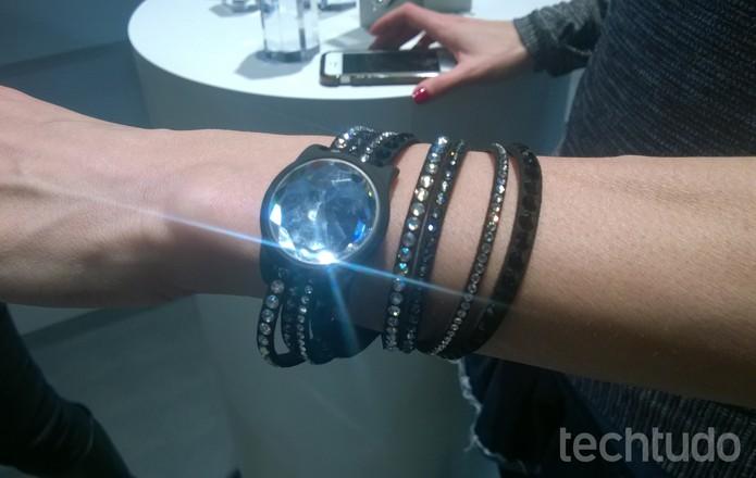 Smartbands com cristais Swarovski (Foto: Elson de Souza / TechTudo)