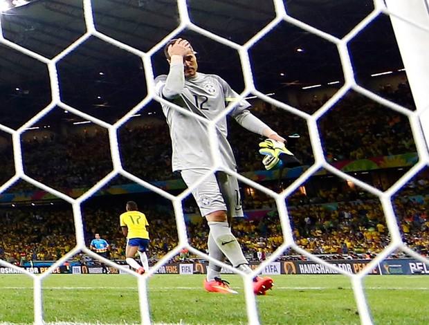 BLOG: Gol do Brasil! Vídeo editado dá vitória à Seleção e tem Julio César como herói
