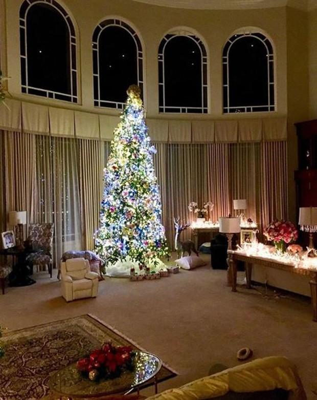 Árvore de natal gigante de Britney Spears (Foto: Reprodução/Instagram)