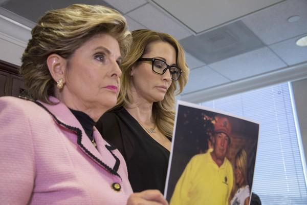 Jessica Drake com sua advogada  (Foto: Getty Images)