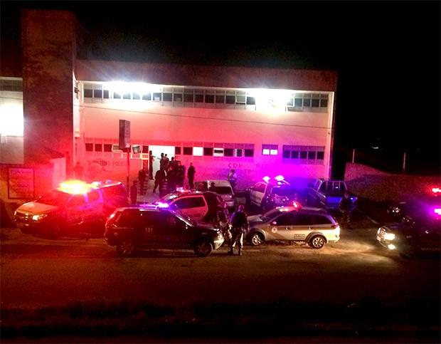 Policiais militares foram acionados para acalmar os ânimos no CDP de Pirangi (Foto: Divulgação/PM)