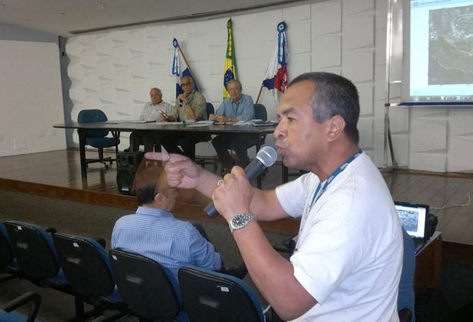 biólogo Jorge Pontes na reunião do Consemac campo de golfe (Foto: Leonardo Filipo)