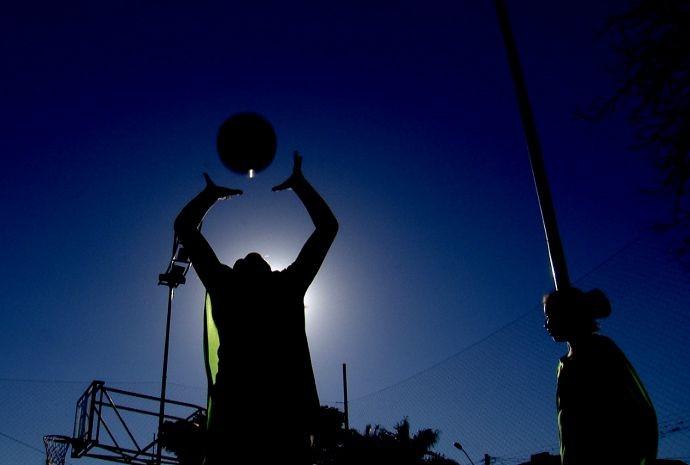 Em Buri, a garotada gosta é de brincar na praça.  (Foto: Reprodução / TV TEM)