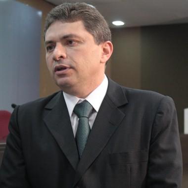 Presidente da OAB-PI, Willian Guimarães, destaca que é preciso ter soluções a longo prazo e mais efetivas (Foto: Catarina Costa/G1)